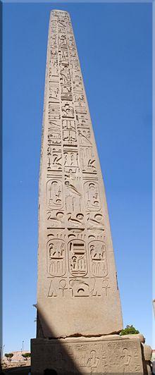 Obelisco a la entrada del Templo de Luxor