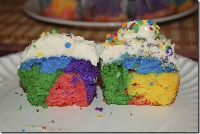 2009_0813_RainbowCupcakes-54