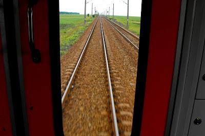 cale ferata - pe sine - trenul din zori