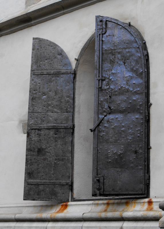 Sighisoara. Cetatea Veche. Usi grele de metal