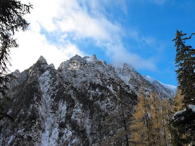 Peretele Albișoarelor și Vârful Picăturii