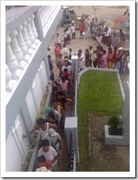 Vcitims of the Great Flood lining up to get theri relief goods.