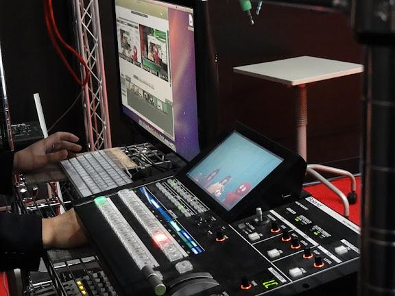 配信は、RolandのV-1600HDと、MacPRO+WirecastPROを利用