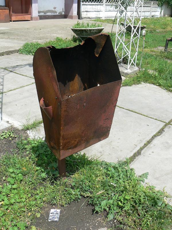 Gara Bonţida - coş de gunoi