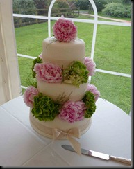 3-tier-polka-dots-and-fresh-flowers