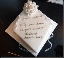 Diamond-Anniversary-Cake-roses