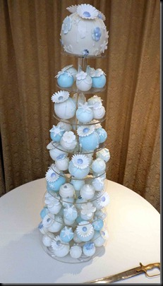 Bauble-Cake-in-Blue-and-Ivory