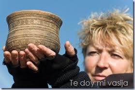 mujer y vasija