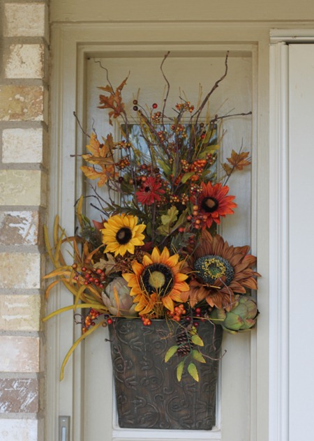 Tracy 39 s trinkets and treasures fall porch decorating pt 1 Spring flower arrangements for front door