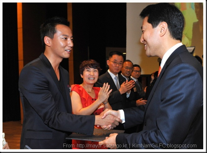 KimNamGil-FC.blogspot.com KNG receive Award 10 sep 10.jpg (9)