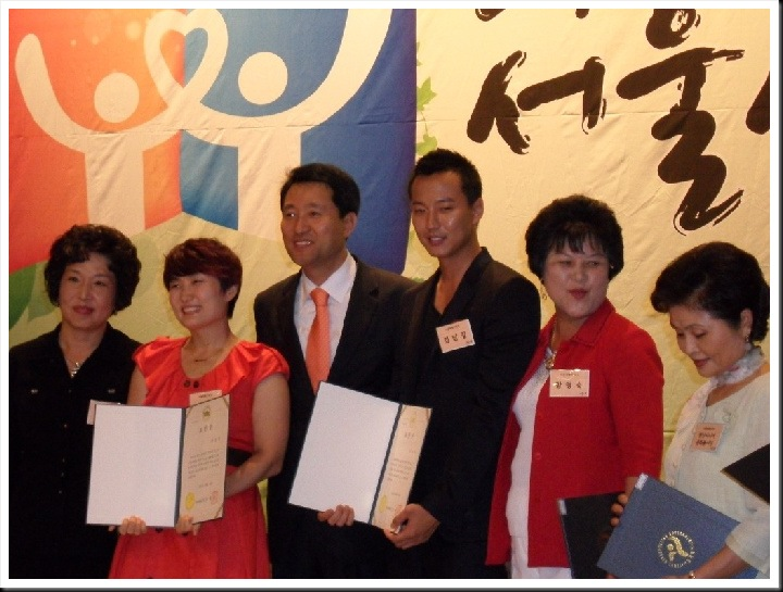 KimNamGil-FC.blogspot.com KNG receive Award 10 sep 10.jpg (1)