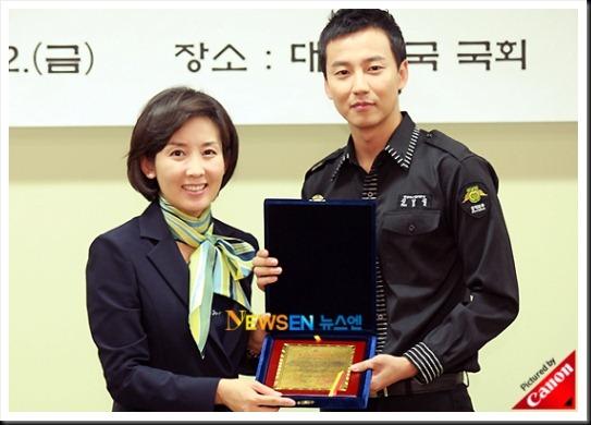 KimNamGil-FC.com Award form Mongolian Goverment (35)
