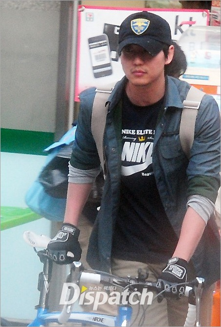 KimNamGil-FCdotcom_ridingBicycle (12)