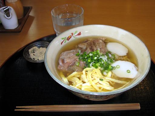 東江そば・軟骨ソーキそば(中)
