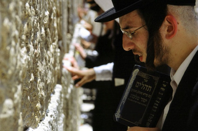 Orthodox Jews praying at the western wall - also known as the wailing wall - in the Old City. Jerusalem, Israel, 2005 © S.Langdon / Exile Images