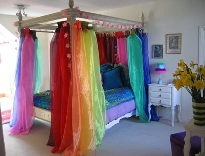 rainbow-four-poster-bed_000