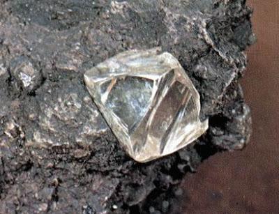 фото необработанный алмаз