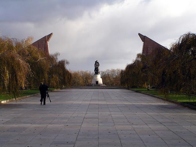☭ LA HUELLA SOCIALISTA SOVIETICA EN BERLIN ALEMANIA ☭ 104%20-%20Memorial%20Sovi%C3%A9tico%20en%20el%20Parque%20Treptow