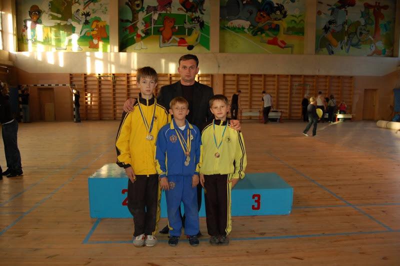 Команда г.Мариуполя по ушу таолу со своим тренером