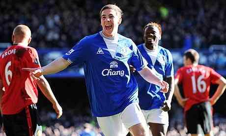 Dan Gosling celebrates putting Everton 2-1 up opposite Manchester United