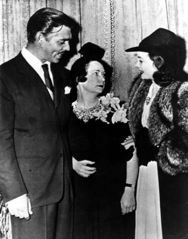 391215 Atlanta, Ga. - Actress Vivien Leigh and actor Clark Gable meet 'Gone With The Wind' author Margaret Mitchell at a party given by the Atlanta Women's Press Club, Friday afternoon, Dec. 15, 1939.