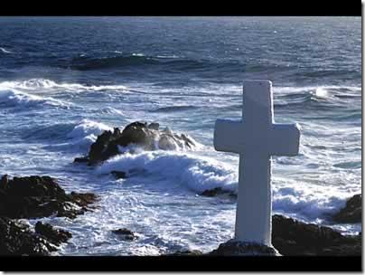Cruz perto do mar