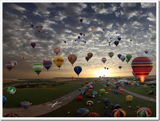 Balões coloridos, nuvens no céu