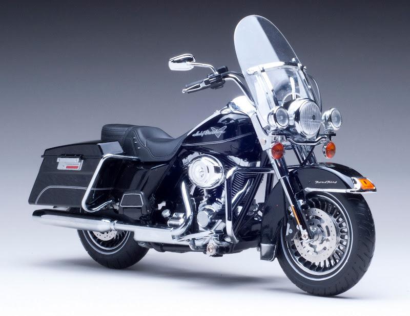 2011 Harley Davidson FLHR Road King Diecast Motorcycle 1 12 Vivid