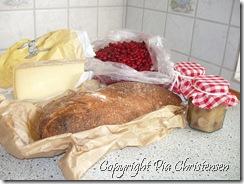 Ost, æblechutney, Meyer brød, tyttebær fra Finland