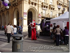 Langbenet julemand i Valletta