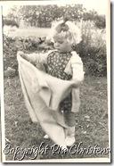 Pia hos mormor 001