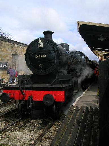 Locomotora de vapor en la estación de tren de Pickering (Yorkshire)