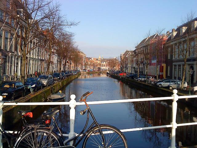 Los canales de Leiden no tienen nada que envidiar a los de la capital