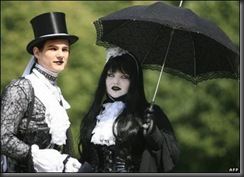 bizarre-brides-and-weddings-44