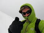 Comble de malchance : la tempête me contraint à signer mon troisième et dernier but dans les derniers mètres avant le sommet de Chamechaude. Ce n'est pas vraiment en raison des trop faibles accumulations de neige que forme le vent (le sommet est le plus déplumé par le vent), mais plus parce qu'avec vent de face en descente, le plaisir disparait...