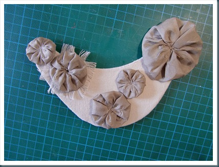 16 coser rosetones a la gorgera