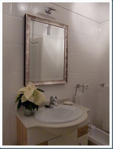 Cande Cosas: Como pintar azulejos en un cuarto de baño