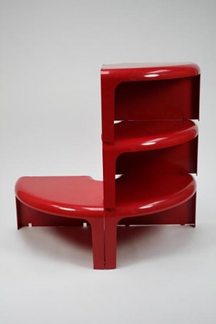Quattro quarti, as shelves/table, red