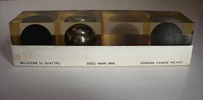 Relazione di Quattro sculpture with box