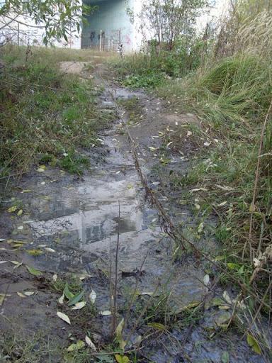 канализационный ручей под домом