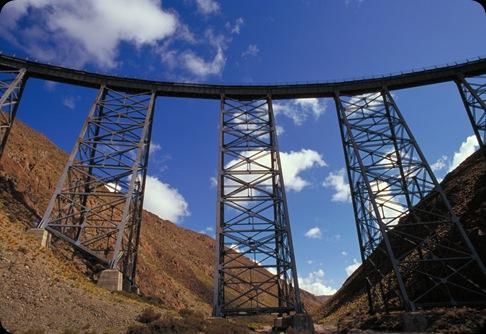 salta - viaducto la polvorilla. tren a las nubes