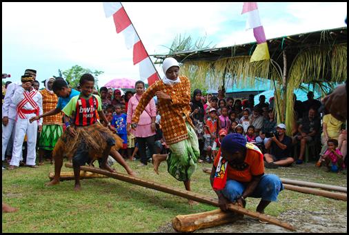 Kokas, Bamboo Dance