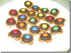 pretzel kisses 06