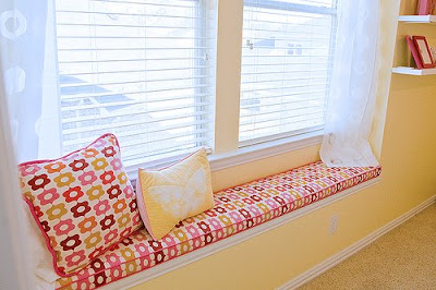 window seat Trucos de decoracin: espacios para leer junto a la ventana