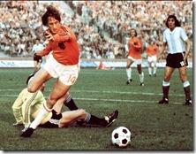 Cruyff-pesadilla-defensa-argentina_OLEIMA20100503_0190_6