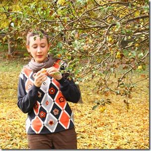 Maglione con fiori di feltro-1
