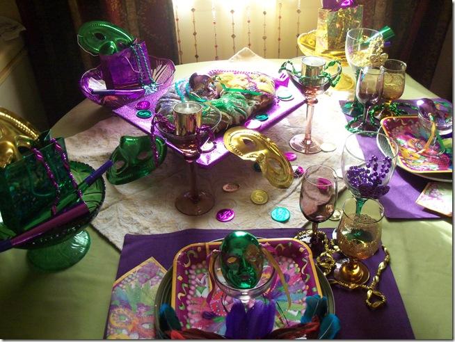 Mardi Gras tablescape 003