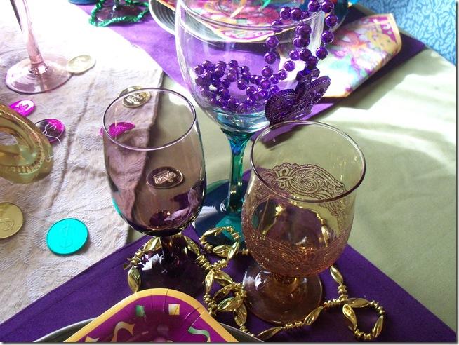 Mardi Gras tablescape 006