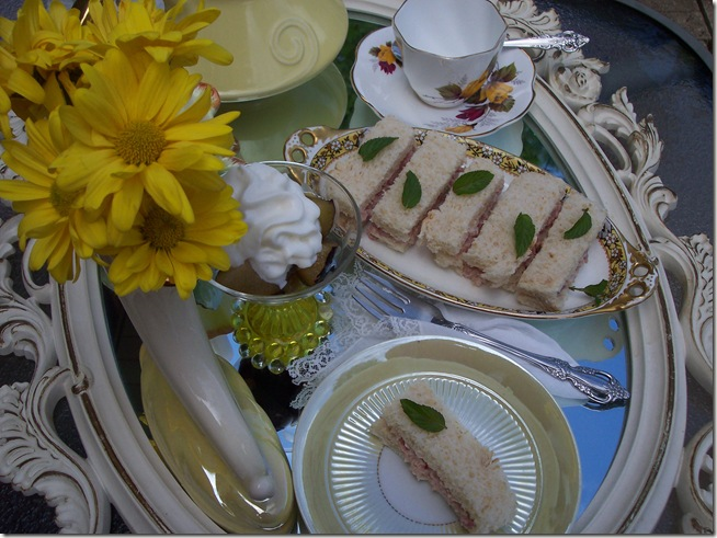 yellow teapot tea 012