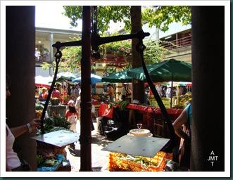 DSC03319-Funchal-marché-aux fruits cour intérieure BW